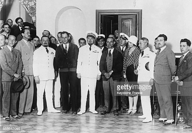 Les aviateurs américains Roger Williams et Lewis Yancey qui ont traversé l'Atlantique sont reçus par Italo Balbo ministre de l'aéronautique en Italie...