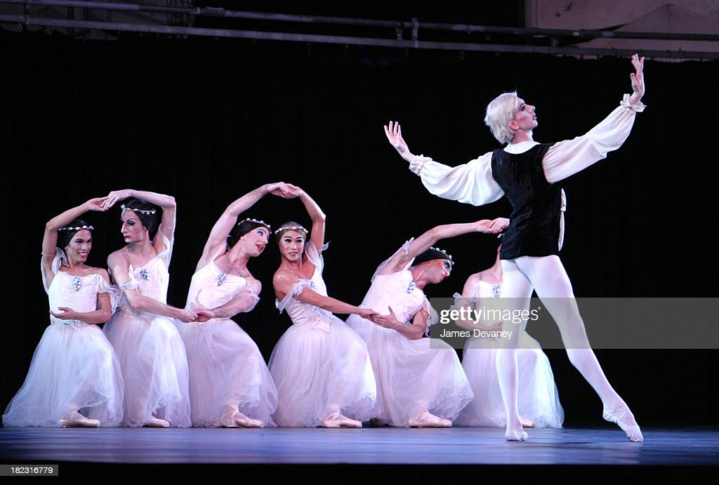 Les Ballets Trockadero De Monte Carlo during Lincoln Center Out of Doors Presents Les Ballets Trockadero  sc 1 st  Getty Images & Lincoln Center Out of Doors Presents Les Ballets Trockadero De Monte ...