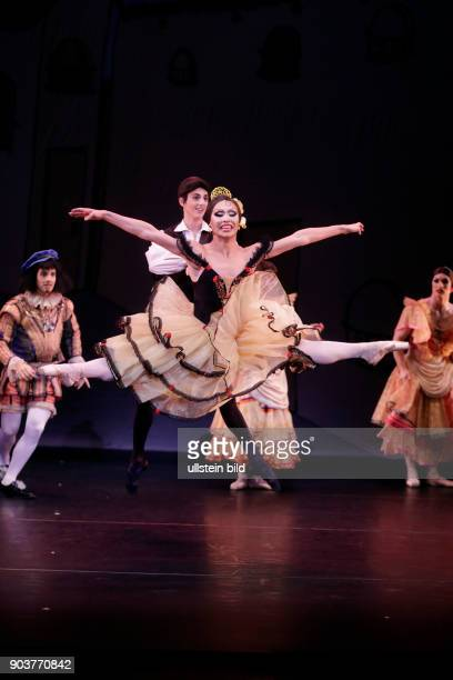 Les Ballets Trockadero de Monte Carlo gastiert im Rahmen des 29. Kölner Sommerfestivals vom 26. Bis 31. Juli 2016 in der Philharmonie Köln. Die Show...