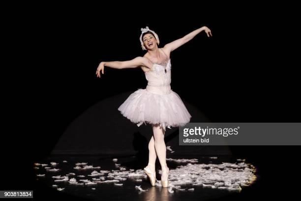 Les Ballets Trockadero de Monte Carlo gastiert im Rahmen des 29 Kölner Sommerfestivals vom 26 bis 31 Juli 2016 in der Philharmonie Köln Die Show...