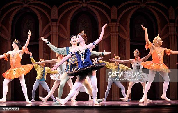 Les Ballets Trockadero de Monte Carlo Raymonda's Wedding Raymonda Fernando Madina Gallego Jeanne de Brinne