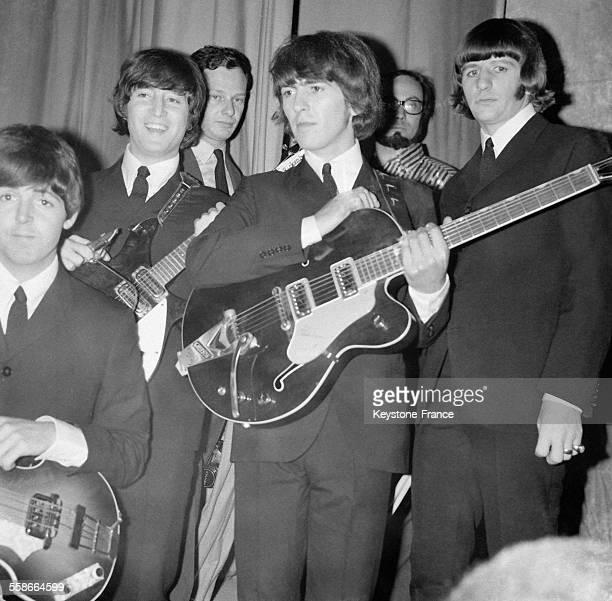 Les Beatles lors de leur concert au Palais des Sports à Paris France le 20 juin 1965