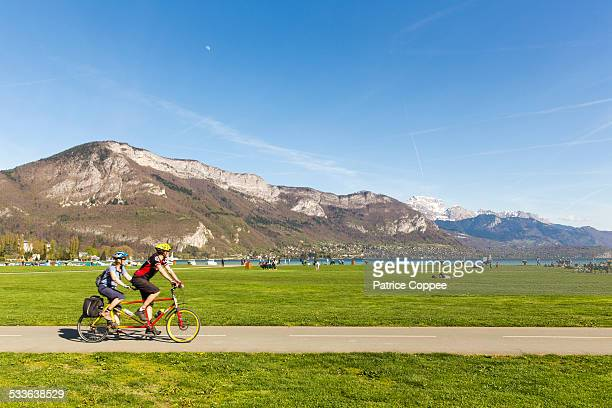 les bords du lac d'annecy - lake annecy stock photos and pictures