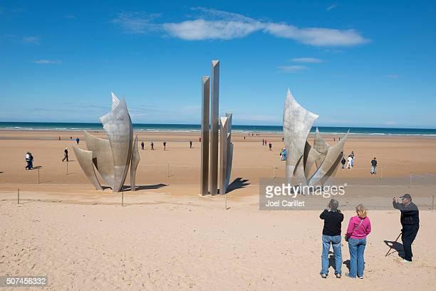 les braves memorial à omaha plage, normandie, france - omaha beach photos et images de collection