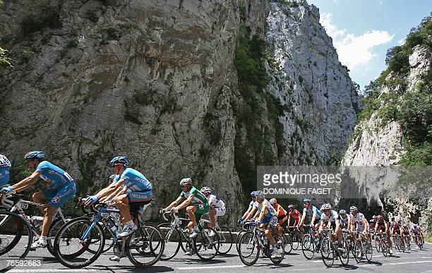 The pack in the mountain during the 14th stage of the 94th Tour de France cycling race between Mazamet and Plateau de Beille 22 July 2007 AFP PHOTO /...
