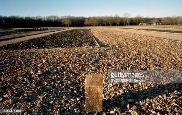 le camp de prisonniers et de concentration de Buchenwald près de Weimar en ALLEMAGNE Ici le terrain du camp Au début des années 1950 les baraques...