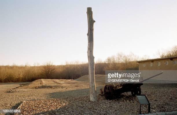 le camp de prisonniers et de concentration de Buchenwald près de Weimar en ALLEMAGNE en dessous du crématoire se trouvent la reproduction d'une...