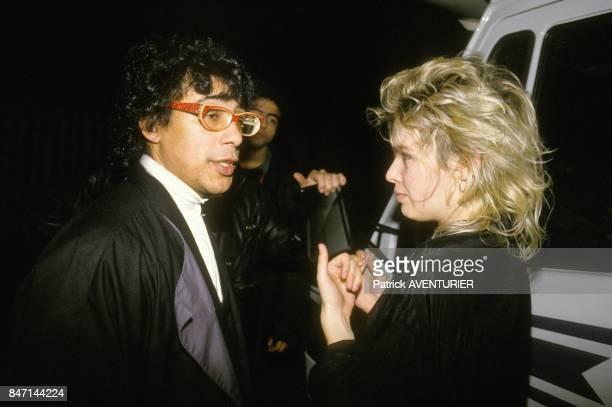 Les chanteurs Laurent Voulzy et Kim Wilde au concert organise par 'SOS Racisme' le 7 decembre 1985 a Paris France