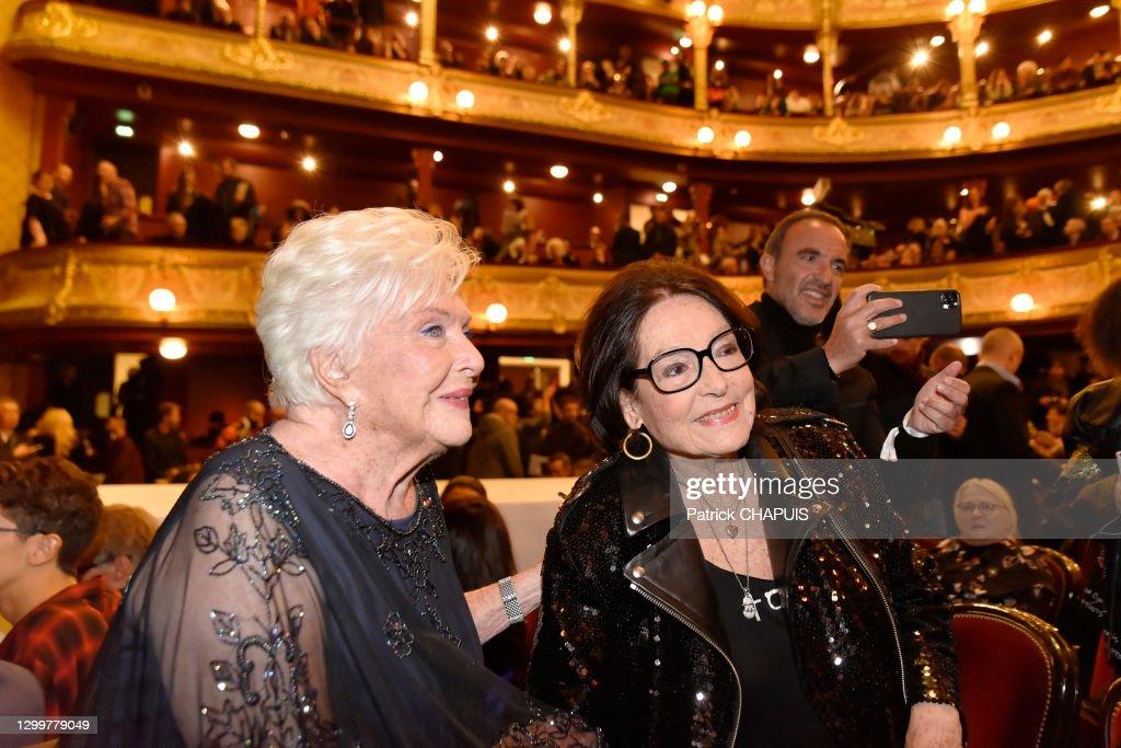 Les chanteuses et actrices Line Renaud et Nana Mouskouri : Photo d'actualité