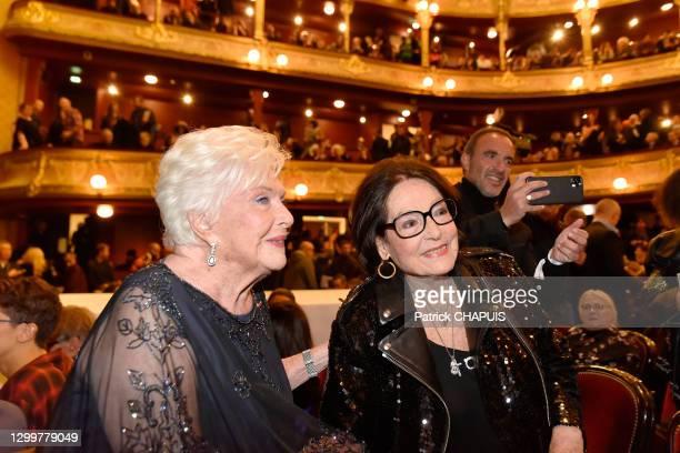 Les chanteuses et actrices Line Renaud et Nana Mouskouri le 22 janvier 2020 au Théâtre du Châtelet, Paris, France.