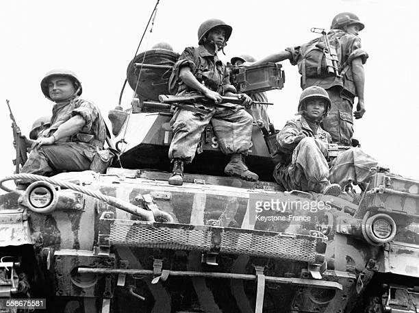 Les chars français sont passés à l'attaque à Dien Bien Phu en mars 1954 au Vietnam.