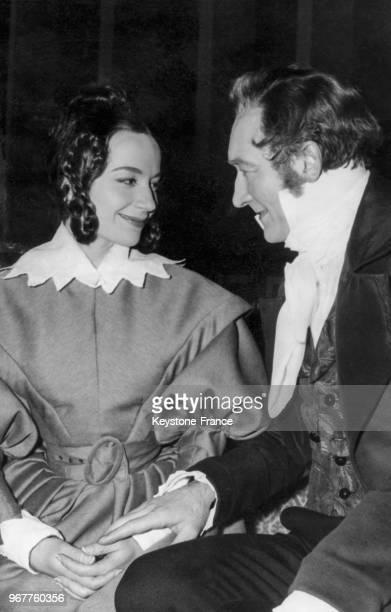 Les comédiens Monique Chaumette et Jean Vilar jouent dans la comédie de Balzac 'Le Faiseur' par le TNP au Palais de Chaillot le 28 février 1957 à...
