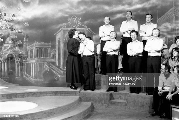 Les Compagnons de la Chanson chantent à la télévision en mars 1976 à Paris France