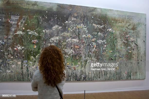 Les couleurs vives' 'les champs de fleurs' série de tableaux se référant à la poésie d'Arthur Rimbaud et Charles Baudelaire exposée lors d'une...