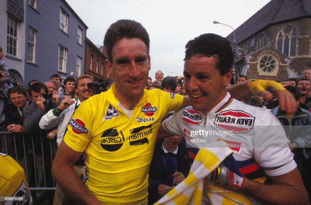 Sean Kelly et Stephen Roche pendant le Tour de France : News Photo