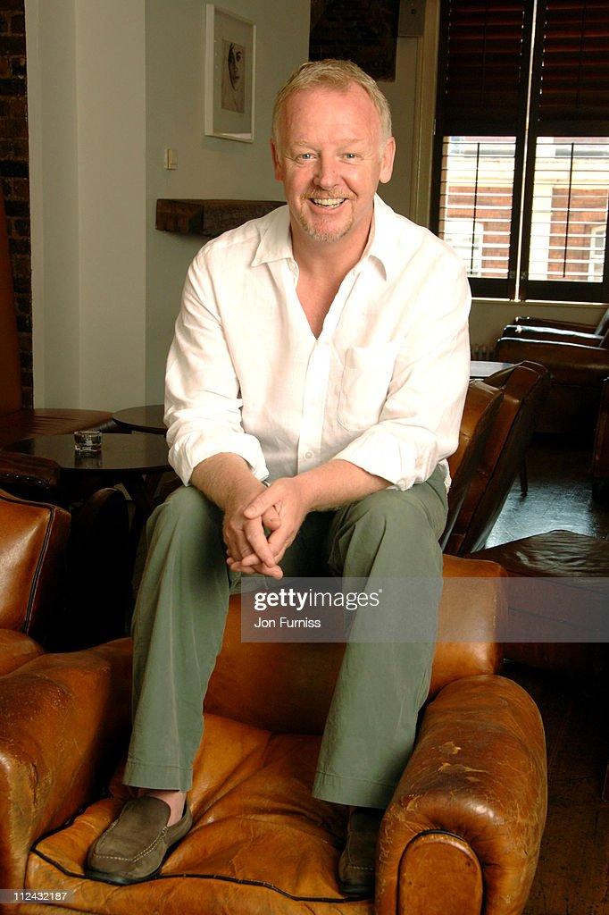 Les Dennis Portrait Session - July 25, 2006 : News Photo