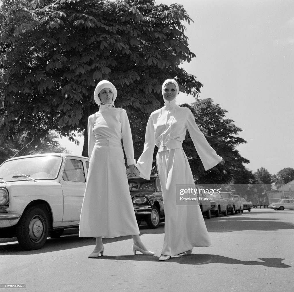 Les Deux Robes De Mariee De Jacques Heim Avec Robe En Flanelle News Photo Getty Images