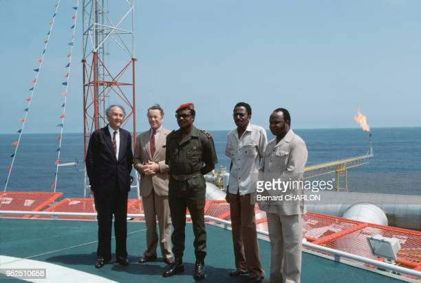 Les dirigeant de la société pétrolière italienne Agipa SA Cimino Bruno et de la société française ELF Aquitaine Albin Chalandon sont reçus par le...