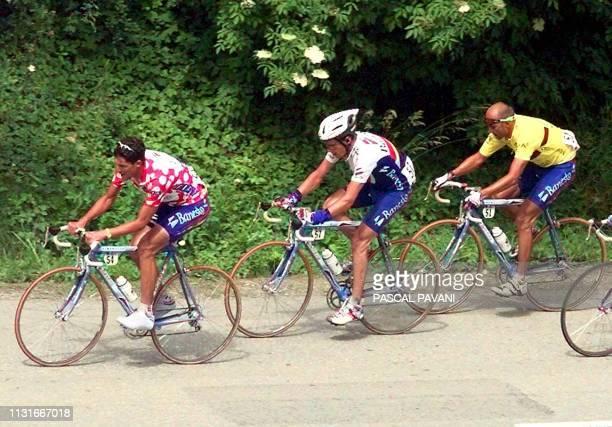 les Espagnols Jose Maria Jimenez Miguel Angel Pena et le Français Armand de Las Cuevas en action le 14 juin lors de la 7e étape MegeveMegeve dans le...