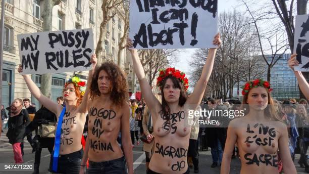 Les Femen lors d'une manifestation pour défendre le droit à l'avortement en solidarité avec l'Espagne Paris le 1er février 2014