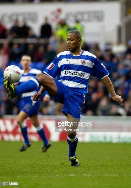 Les Ferdinand of Reading controls the ball during the FA Cup fourth round match between Reading and Leicester City at the Madejski Stadium on January...