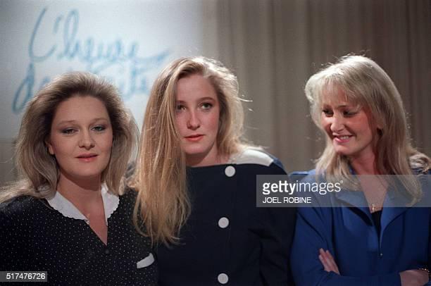 Les filles du leader du Front National JeanMarie Le Pen de G à D MarieCaroline Marine et Yann assistent le 27 janvier 1988 à Paris à l'émission...