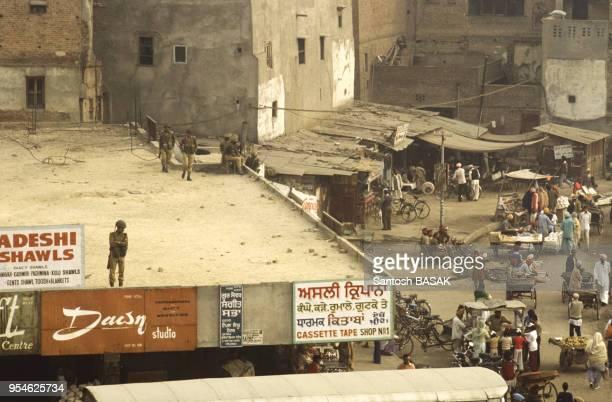 Les forces de l'ordre en alerte pendant la révolte des Sikhs en novembre 1982 Inde