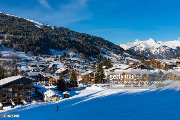 les gets ski resort in portes du soleil ski domain - public domain stock pictures, royalty-free photos & images