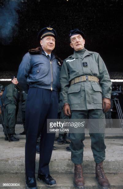Les généraux François Maurin et Alain de Boissieu au Centre des hautes études militaires le 19 mars 1974 à Paris France