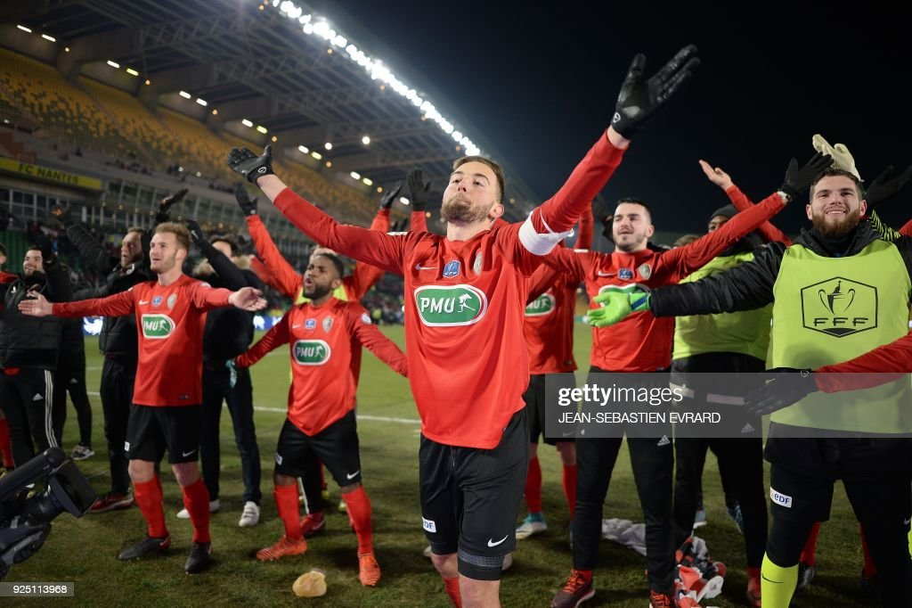 Les Herbiers' players applaud their supporters as they celebrate after victory in the French football Cup quarter-final match between Les Herbiers and Lens at The Beaujoire Stadium in Nantes, western France on February 27, 2018. /