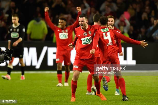TOPSHOT Les Herbiers' players celebrate after winning the French cup semifinal match between Les Herbiers and Chambly at The Beaujoire Stadium in...