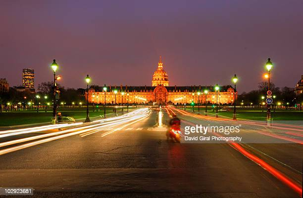 les invalides at night - les invalides quarter stock photos and pictures
