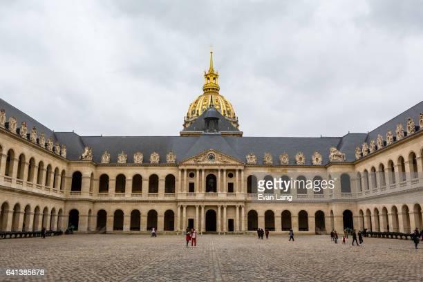 les invalides - paris - カルチェデザンヴァリッド ストックフォトと画像