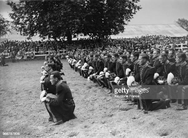 Les élèves de la nouvelle promotion de l'école militaire pendant leur baptême à SaintCyrL'Ecole France le 18 juillet 1935