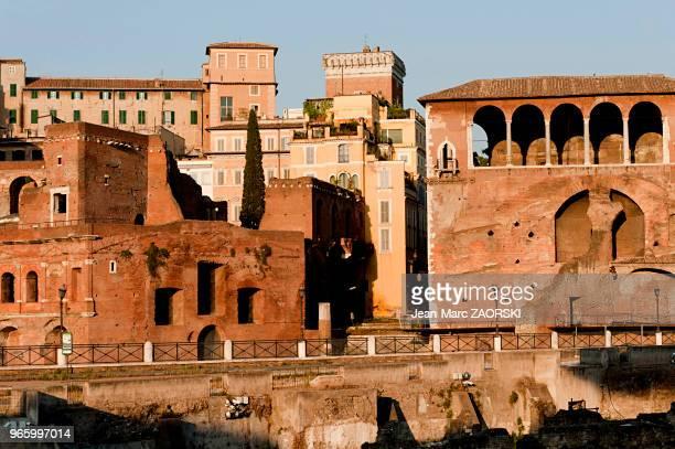 Les marchés de Trajan regroupant un vaste ensemble de bâtiments datant du IIe siècle construits en hémicycle sur les pentes du Quirinal à proximité...