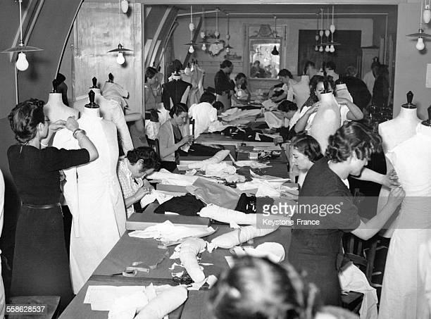 Les meilleures cousettes parisiennes au travail à Paris France le 21 février 1939