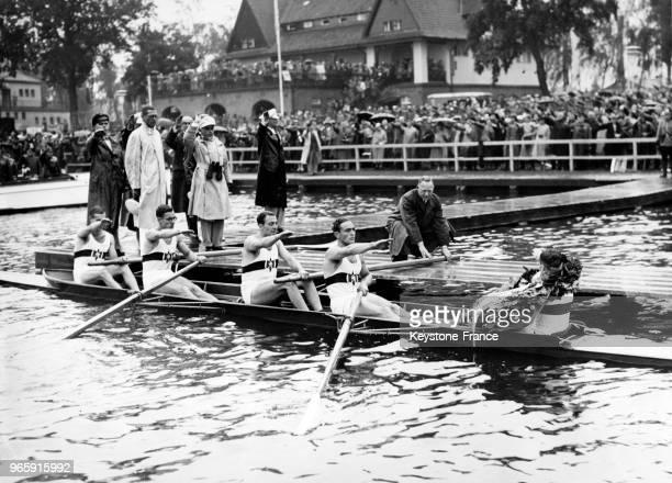 Les membres de l'équipe allemande olympique d'aviron le 14 août 1936 à Berlin Allemagne