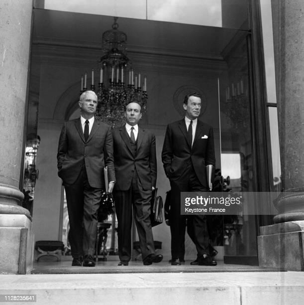 Les ministres Roger Frey Michel Debré et Albin Chalandon à leur sortie du palais de l'Elysée à Paris France le 4 septembre 1968