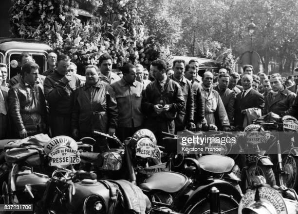 Les motards de la presse lors des obsèques du radioreporter Alex Virot et du motard Wagner tués lors d'un accident sur le Tour de France à l'église...