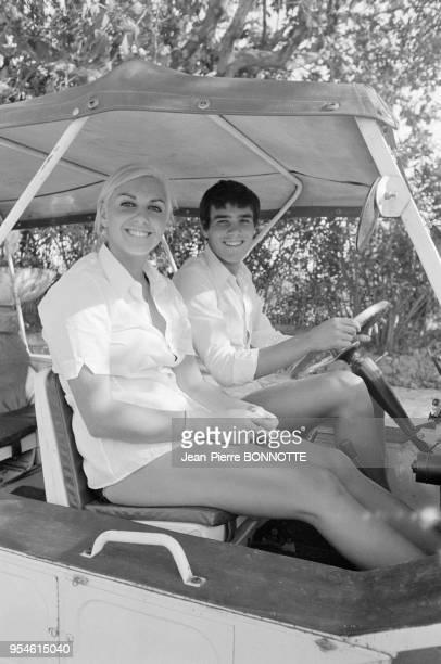 Les nageurs Alain Mosconi et Christine Caron en août 1968 à SaintTropez France