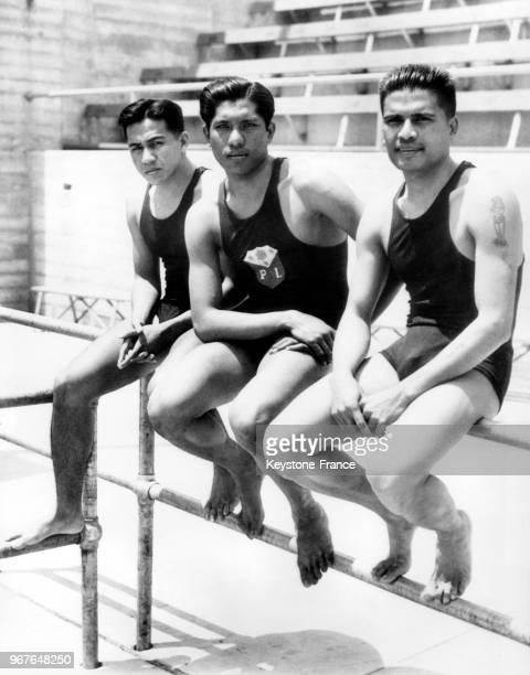 Les nageurs de l'équipe olympique des Philippines avant un entraînement dans la piscine olympique le 13 juillet 1932 à Los Angeles Californie...