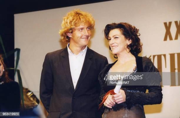 Les navigateurs Laurent Bourgnon et Florence Arthaud lors de la soirée 'The Best' 1998 le 7 décembre 1998 à Paris France