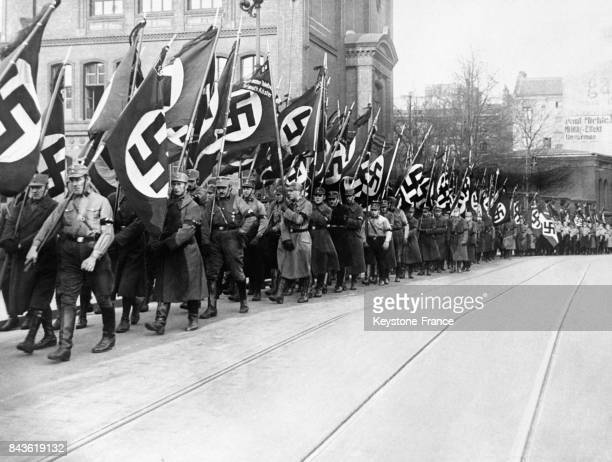 Les Nazis organisent de somptueuses funérailles pour le jeune Hitlérien Erich Sagasser tué par des communistes en janvier 1933 à Berlin Allemagne