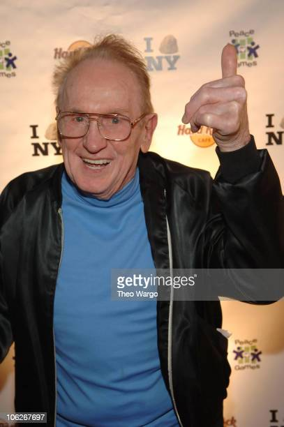Les Paul during Grand Opening of The Hard Rock Cafe in Times Square at Hard Rock Cafe Times Square in New York City New York United States