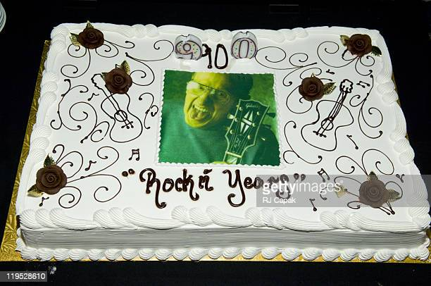 Les Pauls 90th Birthday Cake During Paul Salute At Carnegie Hall In New