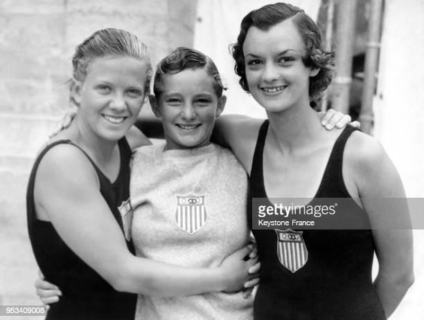 Les plongeuses américaines Georgia Coleman Katherine Rawls et Jane Fauntz après avoir remporté l'épreuve olympique de plongeon tremplin à 3 m le 10...