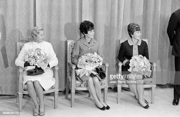 Les épouses des astronautes américains de la mission spatiale Apollo XI de la NASA lors de la réception des héros de l'espace le 8 octobre 1969 à...