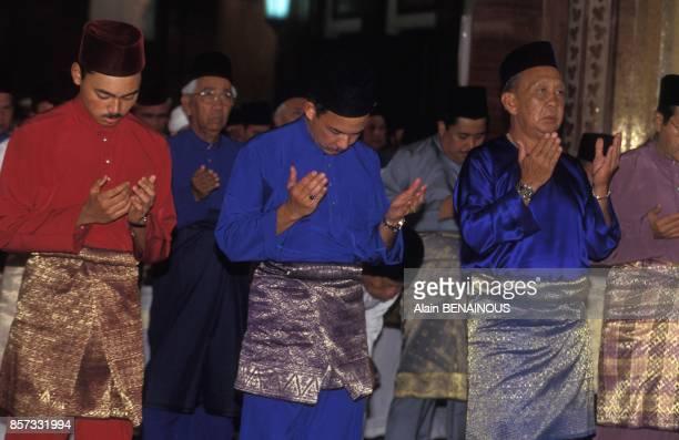 Les Princes AlMuhtadee Billah Bolkiah et Jefri Bolkiah deux des fils du Sultan Hassanal Bolkiah pendant la celebration des 25 annees de regne du...