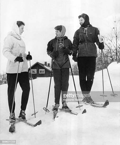 Les Princesses Margrethe Benedikte et AnneMarie du Danemark aux sports d'hiver le 20 fevrier 1959 a Gausdal Danemark