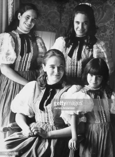 Les quatres filles d'Elisabeth et Robert Maxwell Isabel Anne Christine et la plus jeune alors âgée de 7 ans Ghislaine Maxwell Cette dernière sera au...